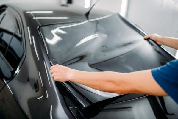 Giấy dán kính chống nắng ô tô là sản phẩm cần thiết
