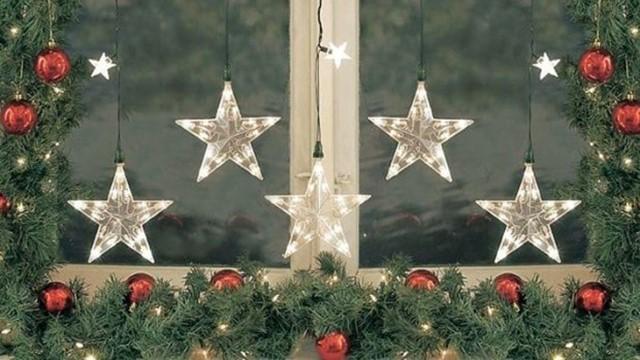 trang trí cửa kính giáng sinh bằng đèn