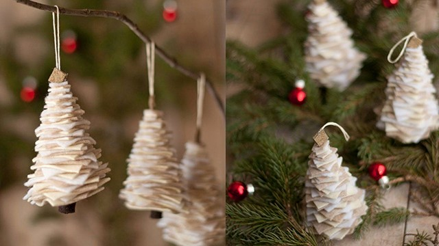 trang trí cửa kính cho ngày giáng sinh bằng đồ handmade