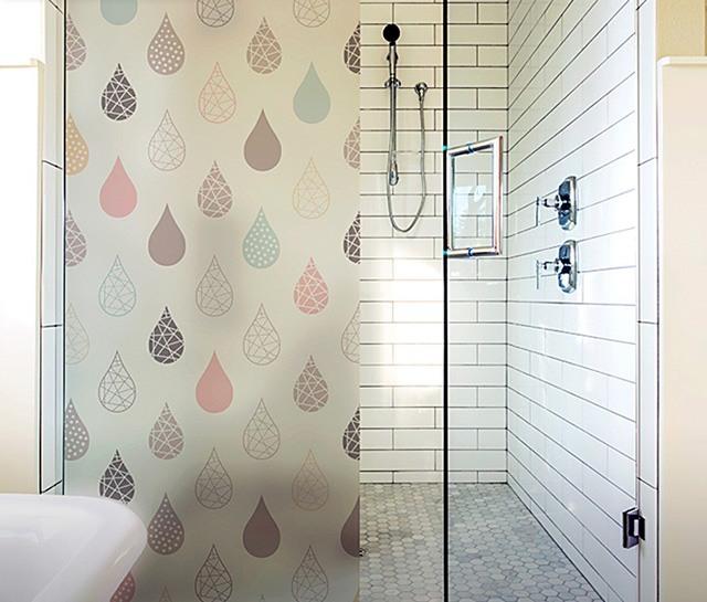 decal dán kính phòng tắm
