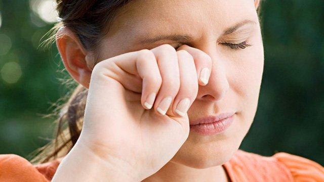 tia uv ảnh hưởng đến mắt