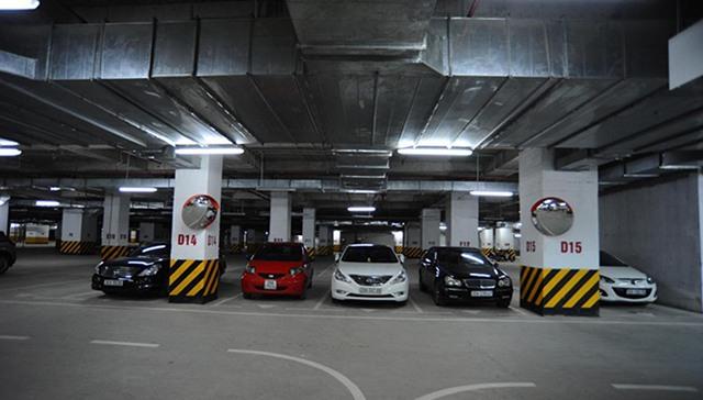 cách chống nóng cho ô tô đậu xe dưới hầm