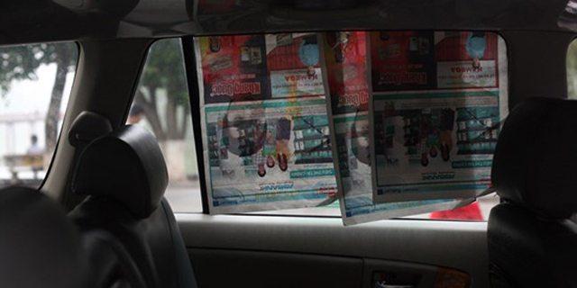 cách chống nắng ô tô dùng báo