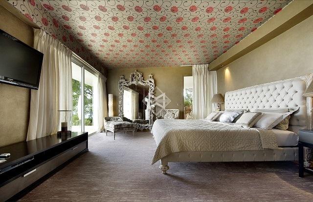 trang trí trần nhà bằng giấy dán tường