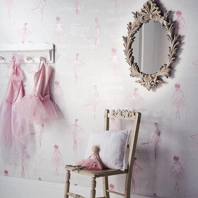 giấy dán tường màu hồng trắng