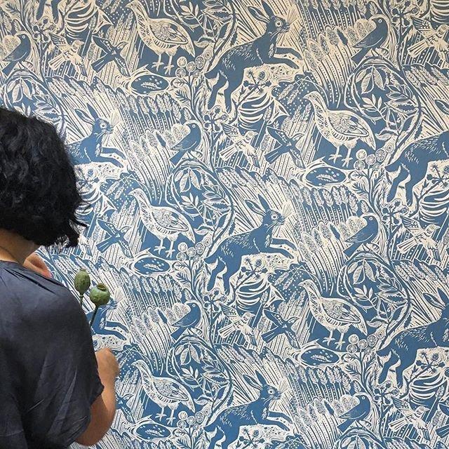 giấy dán tường màu xanh biển