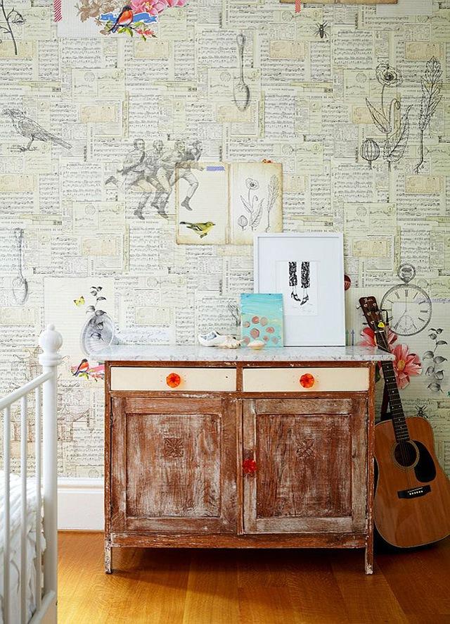 trang trí tường nhà bằng giấy báo 1