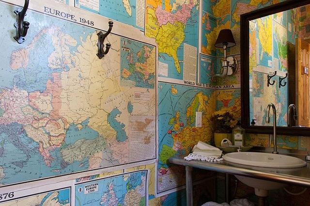 trang trí tường nhà bằng bản đồ